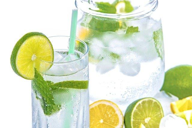 Beneficios del agua  Imagen de Photo Mix en Pixabay. Tomada el 19 de marzo de 2021